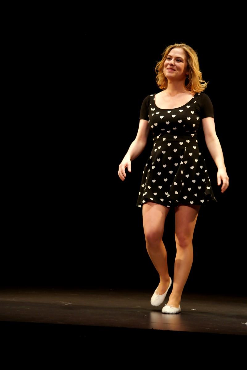Constance partouze sentimentale nouveau spectacle Comédie de Paris humour humoriste scène photo by United States of Paris blog