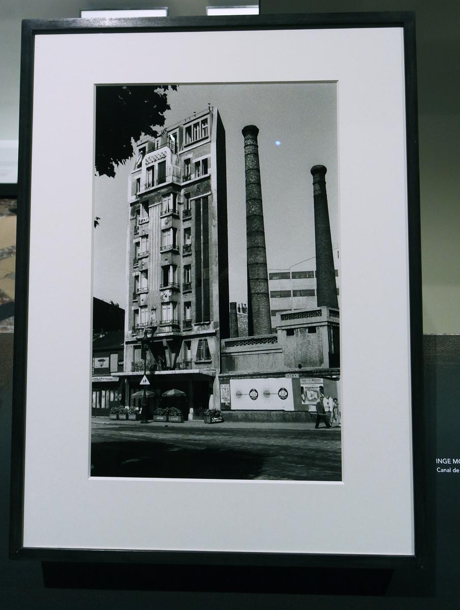 Photographie Canal de l Ourcq 1957 by Inge Morath photographe exposition Paris Magnum agence la capitale par les plus grands photoreporters Hotel de ville