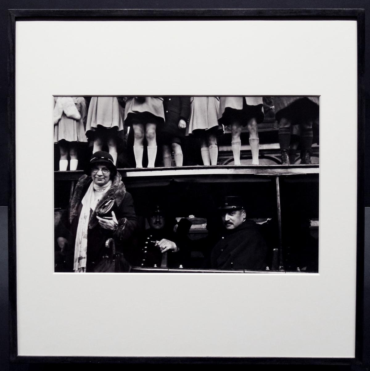 Photographie Jour de défilé à la Bastille 15 juillet 1936 by Henri Cartier-Bresson photographe exposition Paris Magnum agence Hôtel de ville