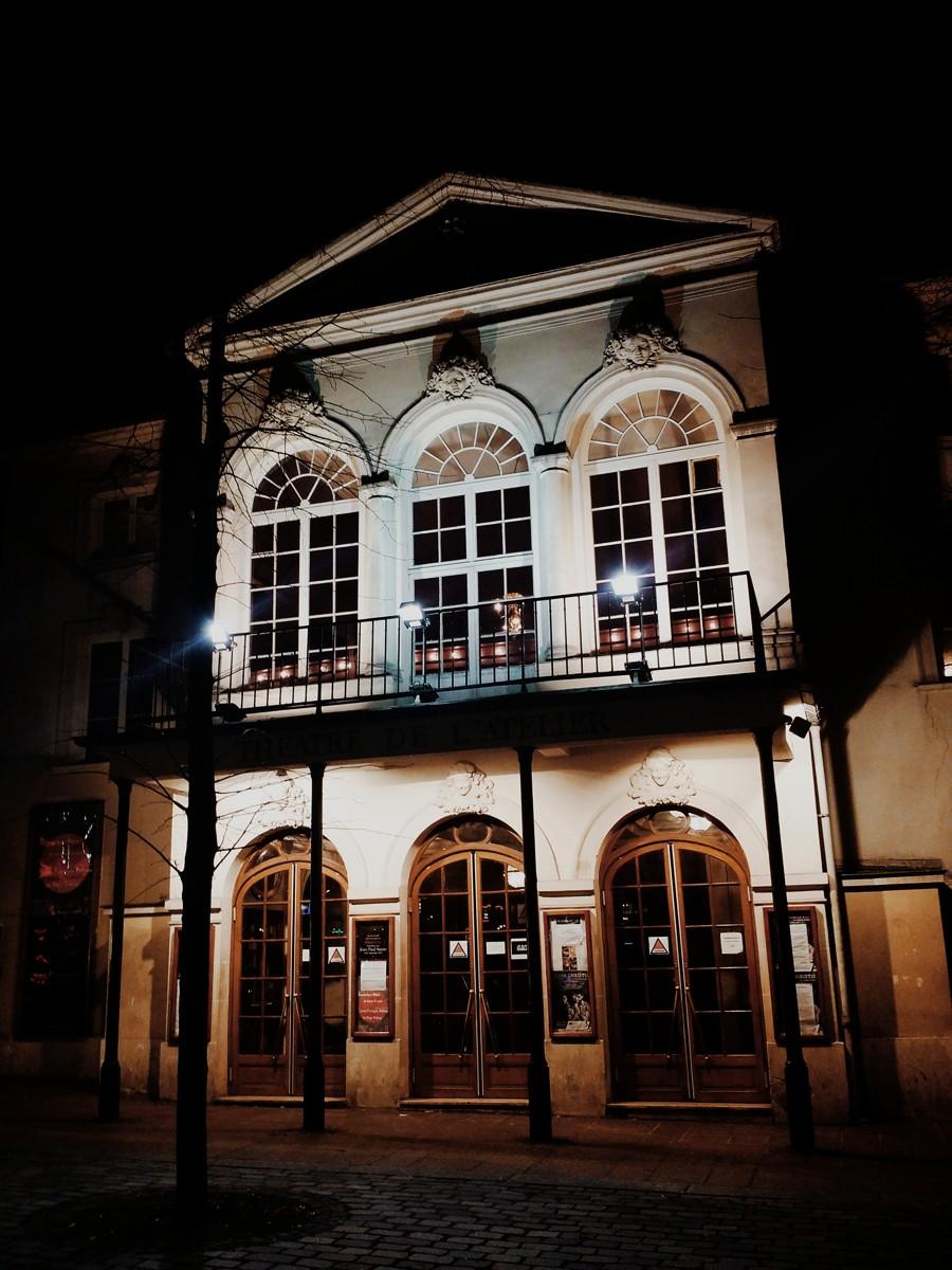 Théâtre-de-l-atelier-paris-direction-Didier-Long-facade-de-nuit-Place-Charles-Dullin-18e-photo-by-United-States-of-Paris-blog