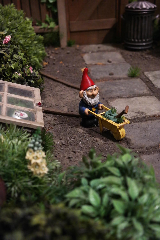 Aardman-Art-Ludique-le-Musée-Paris-exposition-La-serre-de-Gromit-in-Greenhouse-set-The-Curse-of-the-Were-Rabbit-film-animation-movie-Nick-Park-nain-de-jardin-funny-garden-gnome