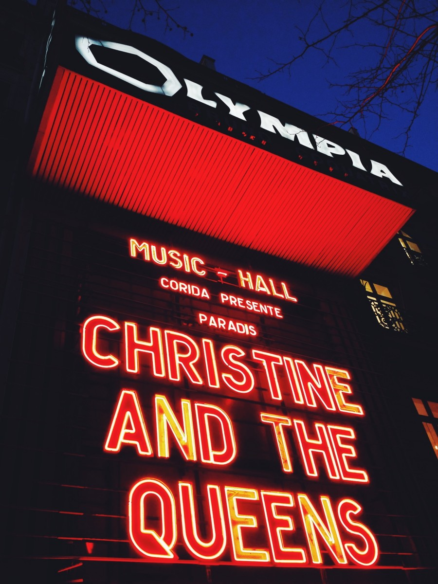 Christine and the Queens façade Olympia complet sold out nuit concert live tournée Chaleur Humaine Saint Claude musique chanteuse photo by United States of Paris blog