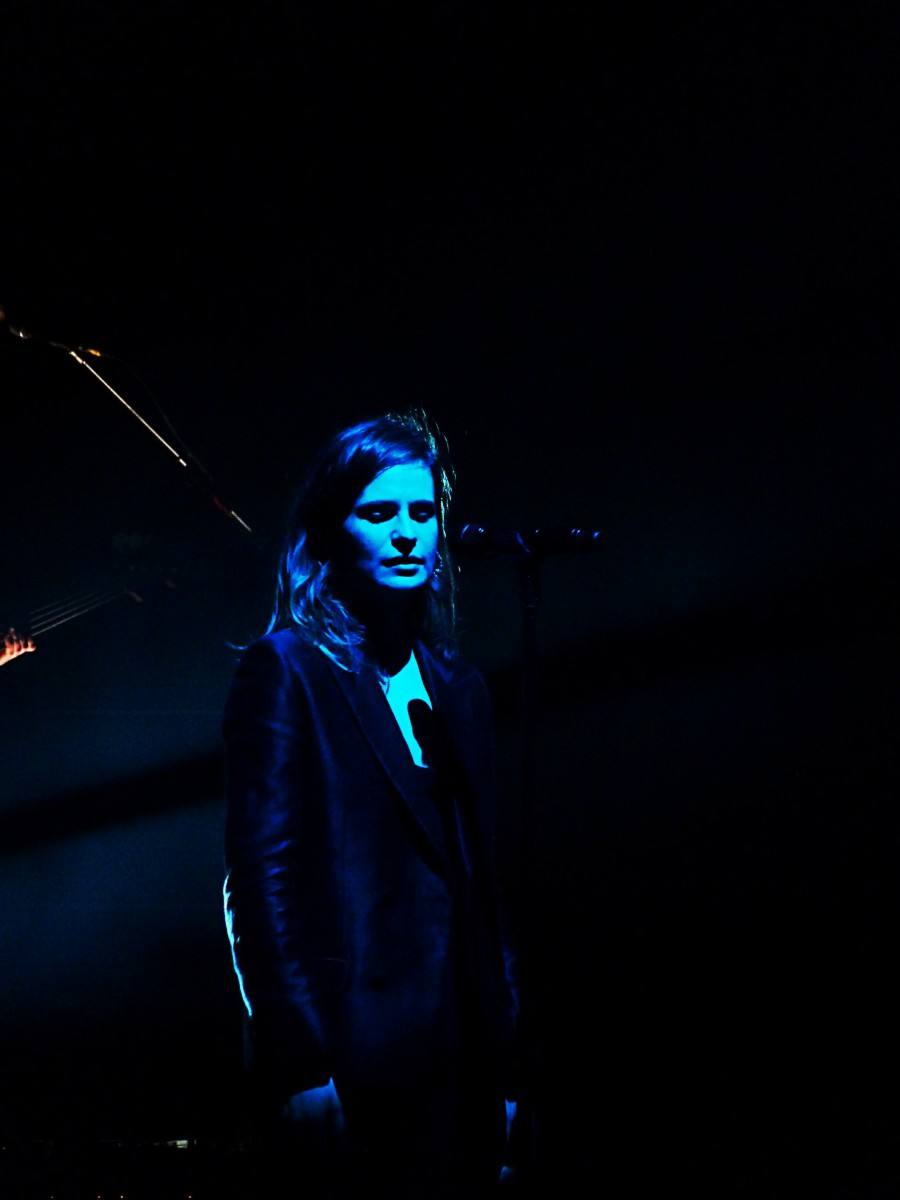 Christine and the queens who is it concert Olympia Paris 2015 tournée chaleur humaine Zenith festival saint claude photo de scène by United States of Paris blog