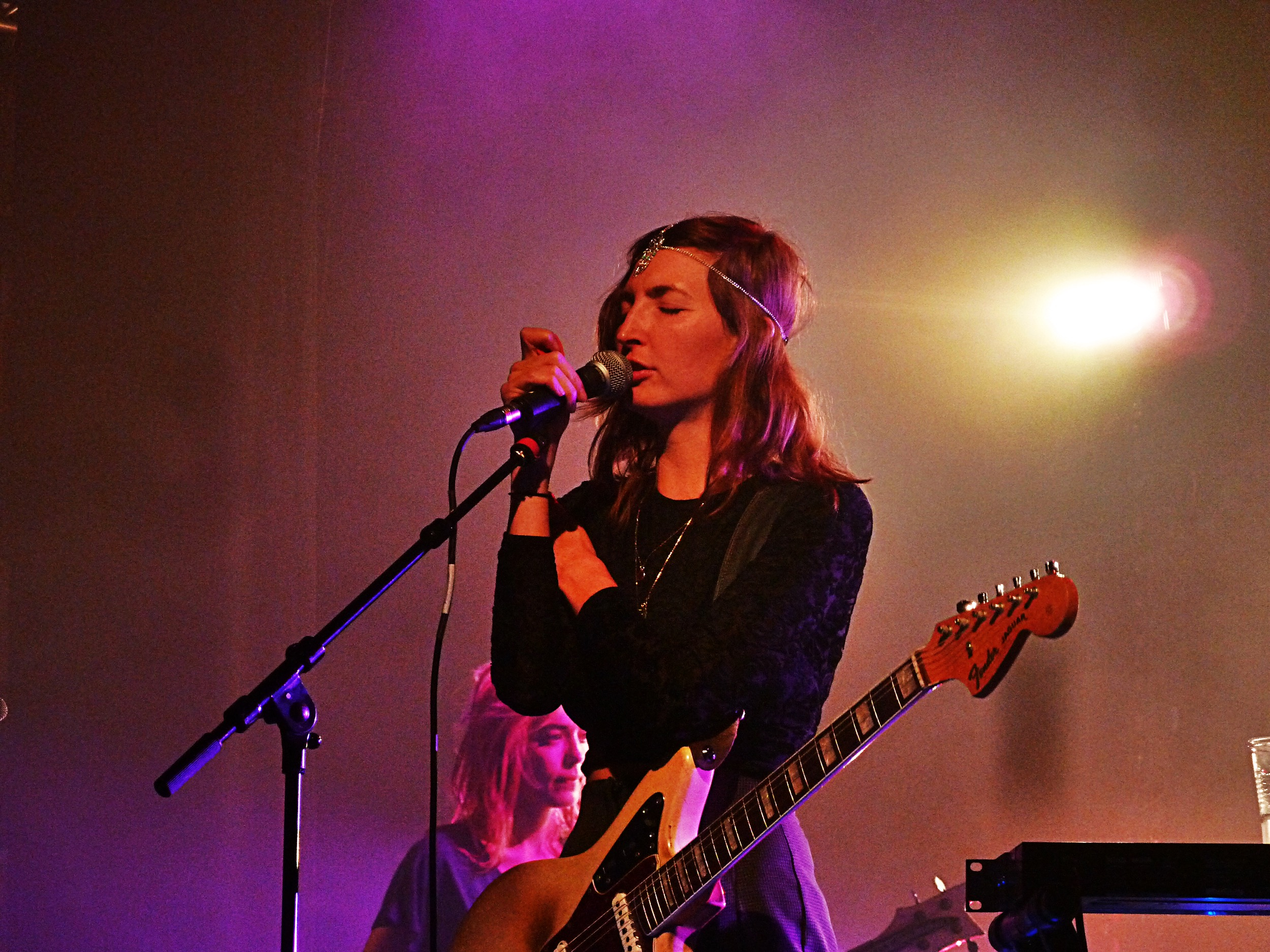 Emily Kokal Warpaint music band singer live concert tour Le Trianon Paris photo by United States of Paris blog