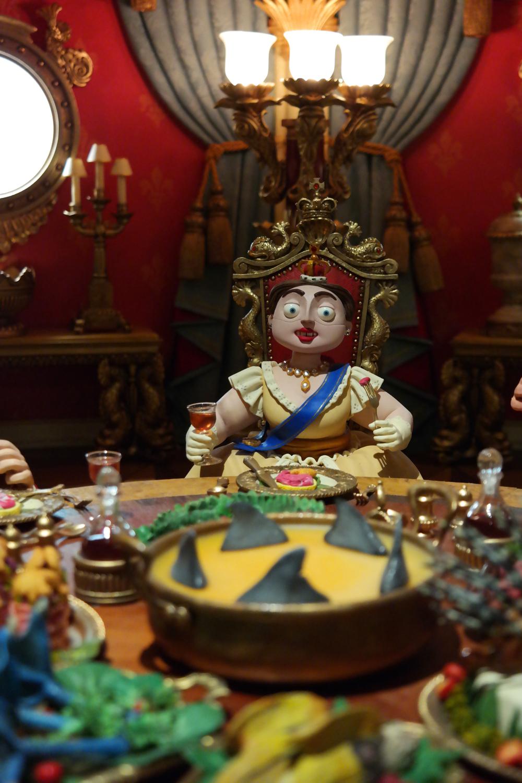 Exposition-Aardman-Musée-Art-ludique-Paris-Reine-Queen-Victoria-s-dining-room-original-set-The-Pirates-Band-of-misfits-movie-film-Les-pirates-bons-à-rien-animation-studios-exhibition
