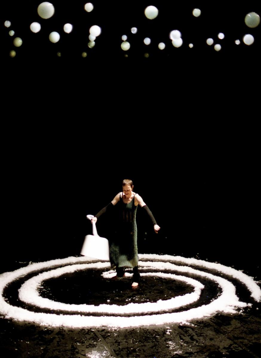 PPP Phia Ménard compagnie Cie Non Nova théâtre monfort spectacle scène critique paris crédit photo Jean Luc BEAUJAULT