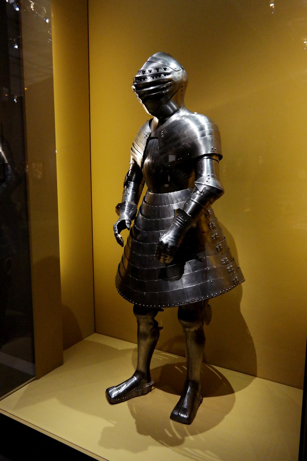 Armure au tonnelet de Henri VIII fabriquée pour les tournois du Camp du Drap d'or 1520 Leeds Royal Armouries