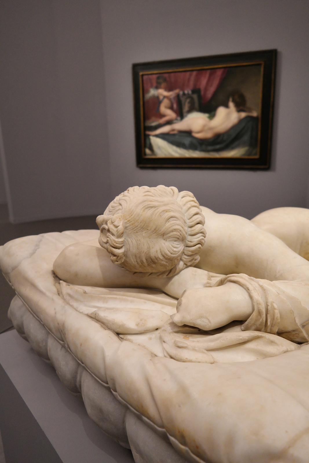 Hermaphrodite endormi, IIe siècle après J.-C., Paris, Musée du Louvre et La Toilette de Vénus, vers 1647-1651, Londres, The National Gallery