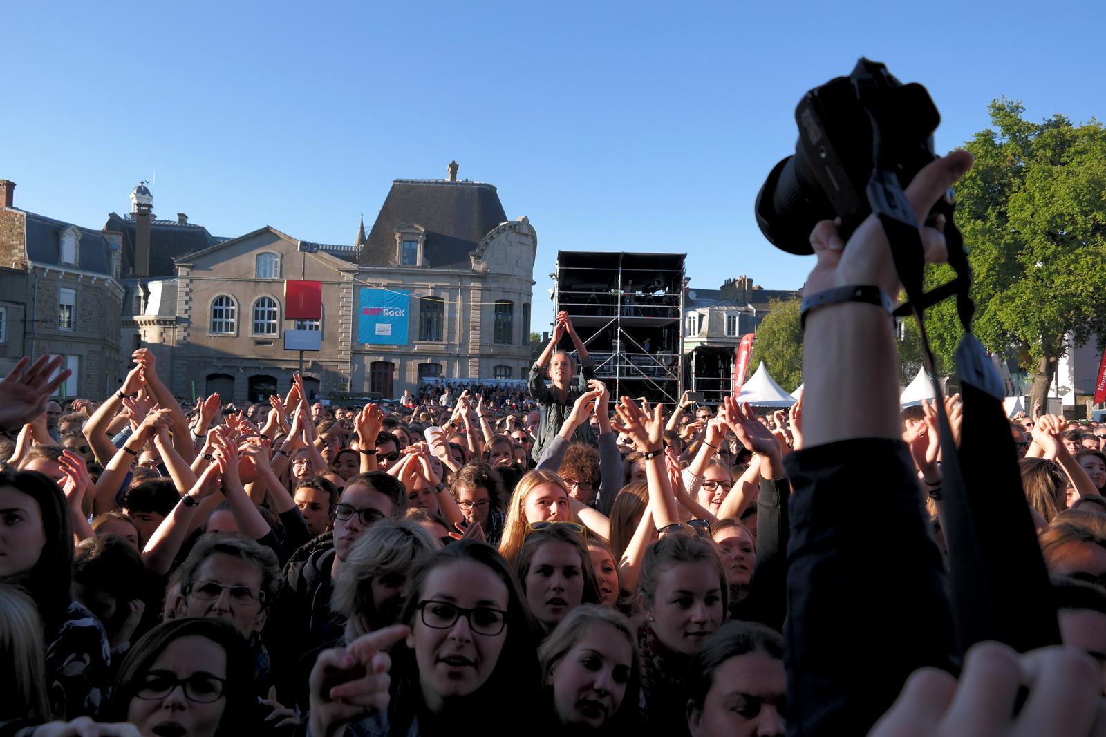 Yelle et boule à facettes concert festival Art Rock 2015 saint brieuc Julie Budet live show scène stage tournée completement fou tour photo blog united states of paris