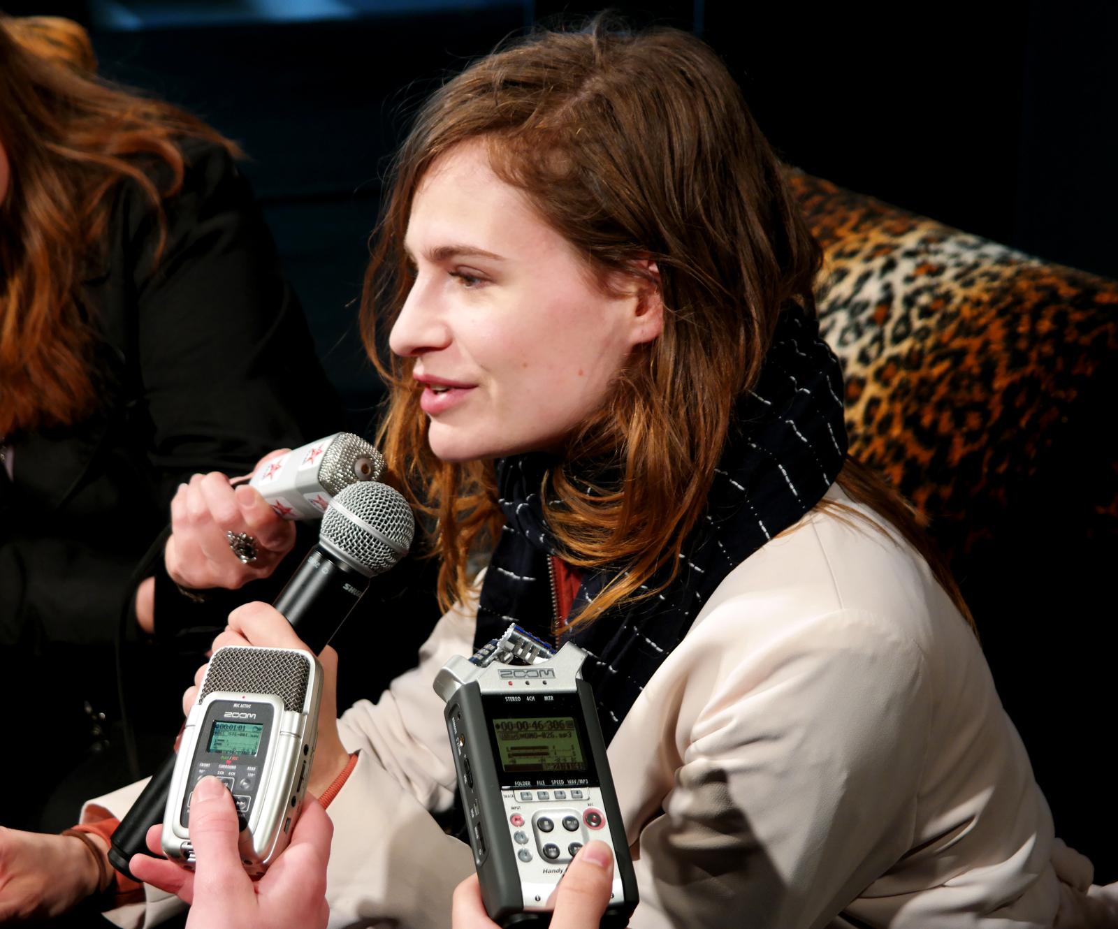 Christine-and-the-queens-concert-festival-Art-Rock-2015-interview-conférence-de-presse-saint-brieuc-tournée-chaleur-humaine-tour-france-bretagne-photo-by-united-states-of-paris-blog