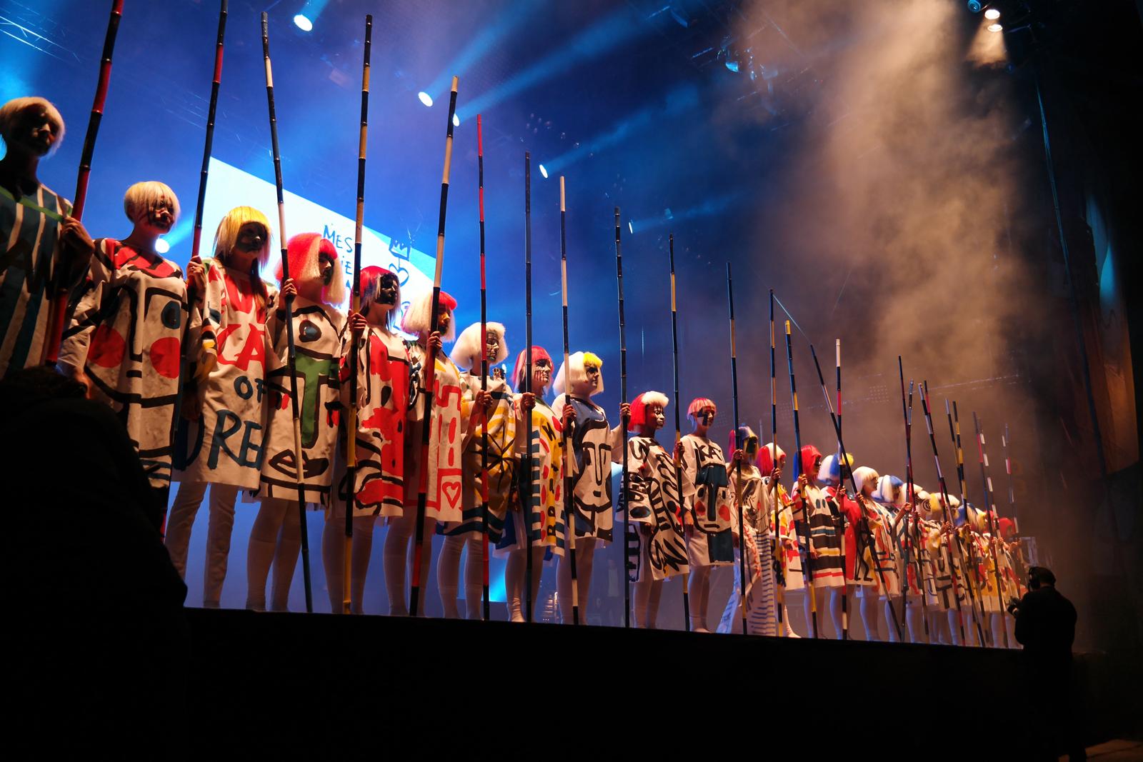 Jean-Charles-de-Castelbajac-JCDC-spectacle-Fantomes-avec-Mr-No-création-musique-et-mode-Art-Rock-2015-festival-Saint-Brieuc-photo-scène-united-states-of-paris-blog