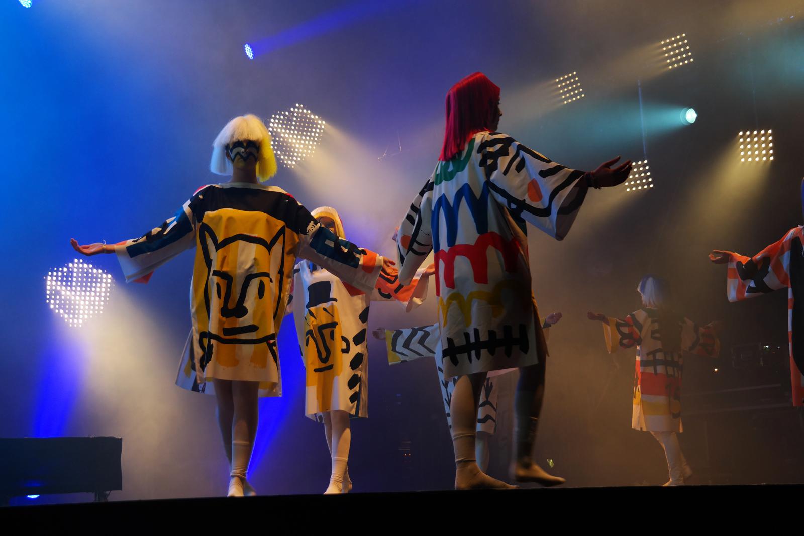 Jean-Charles-de-Castelbajac-JCDC-spectacle-Fantomes-avec-Mr-No-création-musique-mode-Art-Rock-2015-festival-Saint-Brieuc-photo-scène-united-states-of-paris-blog