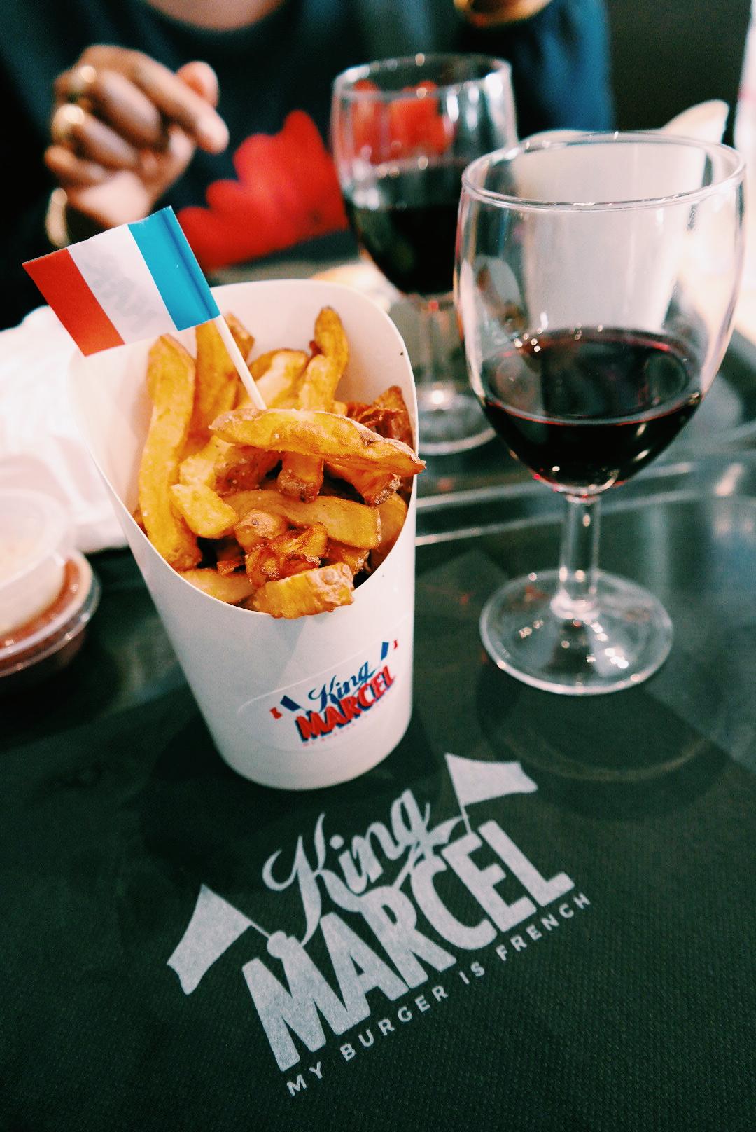 King-Marcel-Frites-fraiches-cuites-en-deux-bains-maison-et-verre-de-vin-my-burger-is-french-carte-restaurant-burgers-rue-Montmartre-paris-part-dieu-rue-mercière-lyon