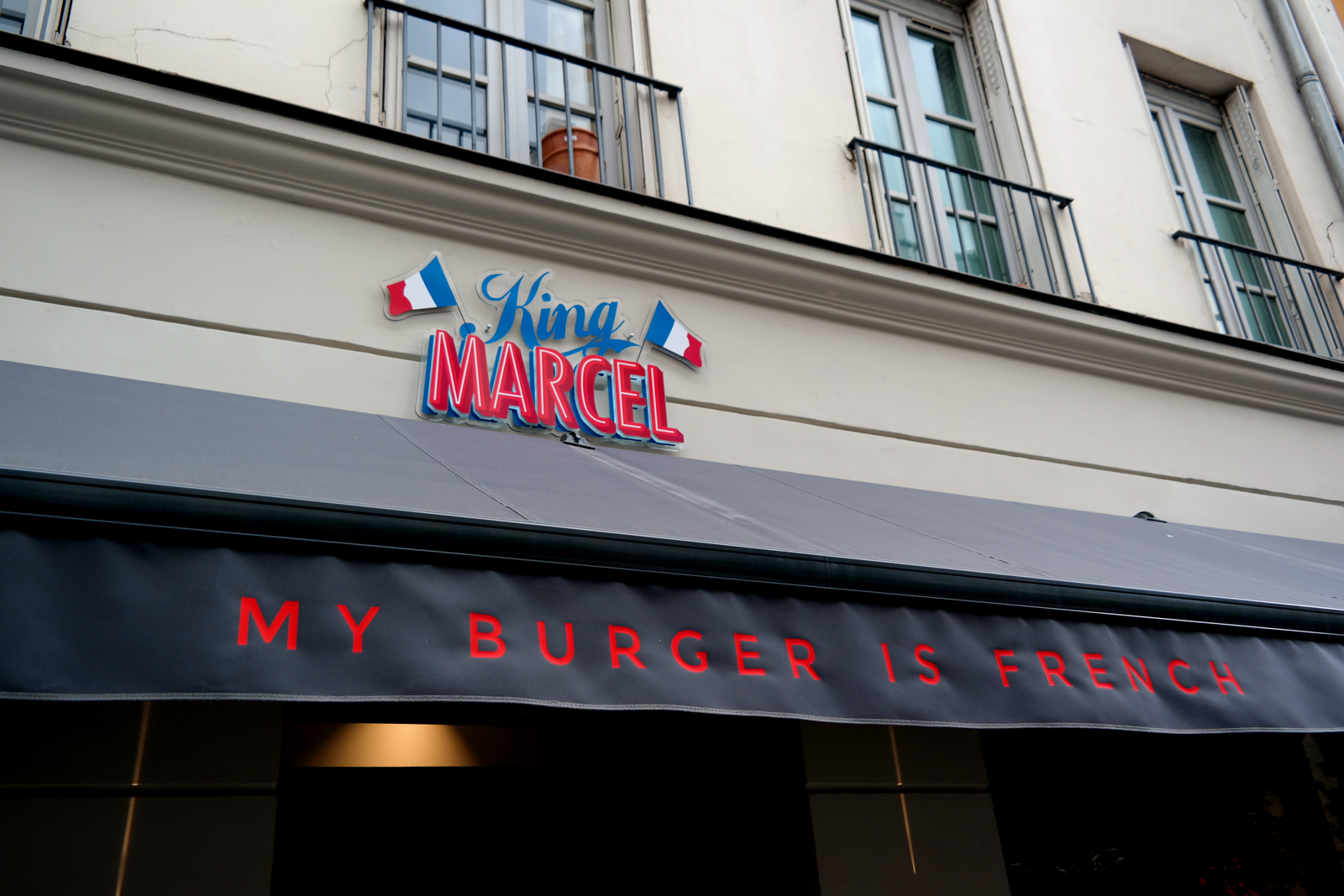 King-Marcel-façade-restaurant-Grands-Boulevards-Paris-166-Rue-Montmatre-2e-my-burger-is-french-nouveau-Lyon-rue-mercière-part-dieu-photo-blog-united-states-of-paris-blog
