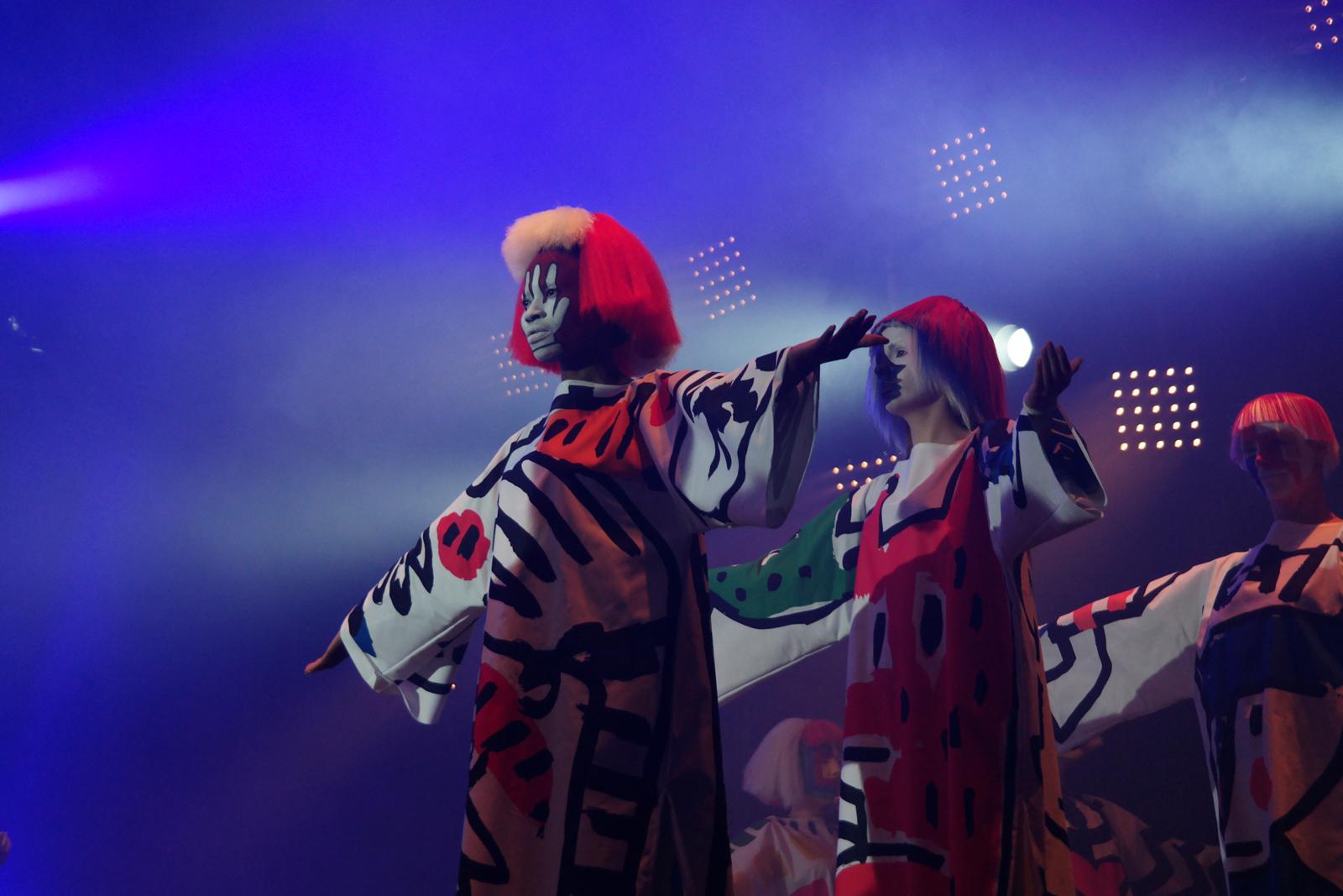 Mannequins-spectacle-Fantomes-de-Jean-Charles-de-Castelbajac-JCDC-création-mode-et-musique-festival-Art-Rock-2015-Saint-Brieuc-photo-united-states-of-paris-blog