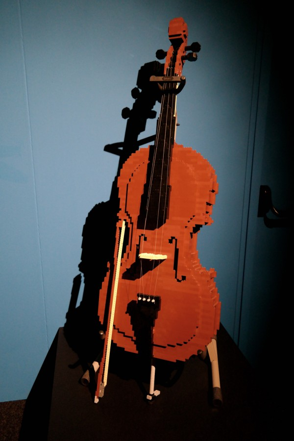 The art of the Brick  Nathan Sawaya art création Cello yo yo ma briques lego critique avis photo by United States of Paris