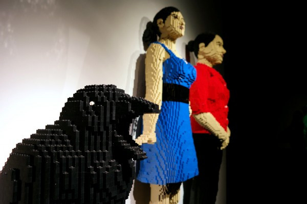 The art of the Brick  Nathan Sawaya art création briques lego critique avis photo by United States of Paris Crow Girl Woman