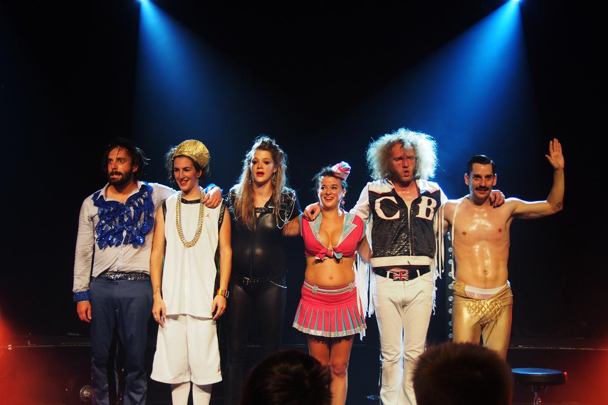 Airnadette-la-comédie-musiculte-airband-air-guitar-spectacle-salut-scène-Moche-Pitt-M-RodZ-Jean-Françoise-Scotch-Brit-Chateau-Brutal-Gunther-Love-photo-by-United-States-of-Paris-blog