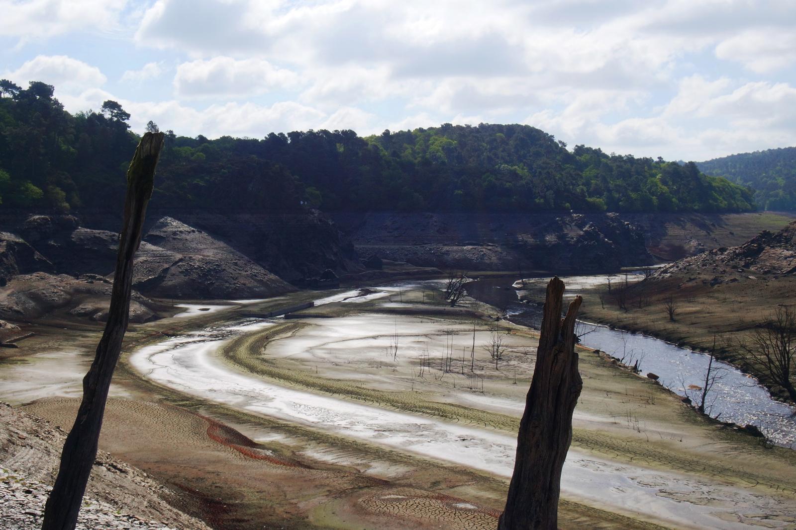 Lac-de-Guerledan-vidange-2015-barrage-vide-point-de-vue-panoramique-Trégnanton-écluse-Bretagne-tourisme-circuit-découverte-voyage-photo-by-blog-united-states-of-paris