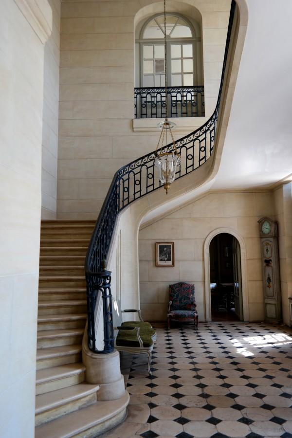 abbé Terray expo Château de La Motte Tilly Domaine du chateau versailles histoire art monuments nationaux escalier photo by Blog United States of Paris