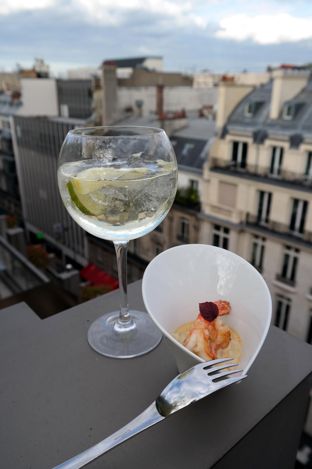 Gambas-à-la-plancha-risotto-au-pecorino-affiné-consommé-de-crustacés-carte-restaurant-le-W-chef-Ludovic-Bonneville-Hotel-Warwick-Champs-Elysees-photo-united-states-of-paris