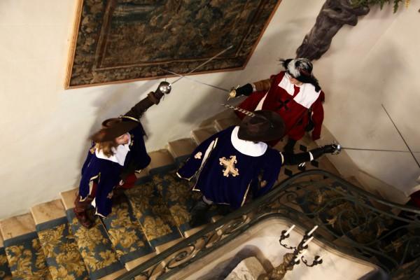 Le dernier bal de la reine Château de denonville théâtre spectacle live costumes escrime combats mousquetaires Alexandre Dumas Photo by Camille Treutenaere
