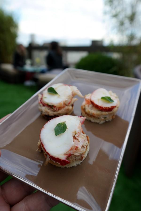 Maki-de-crabe-et-saumon-gravlax-carte-restaurant-le-w-chef-ludovic-bonneville-hotel-warwick-champs-élysées-terrasse-rooftop-photo-by-united-states-of-paris-blog