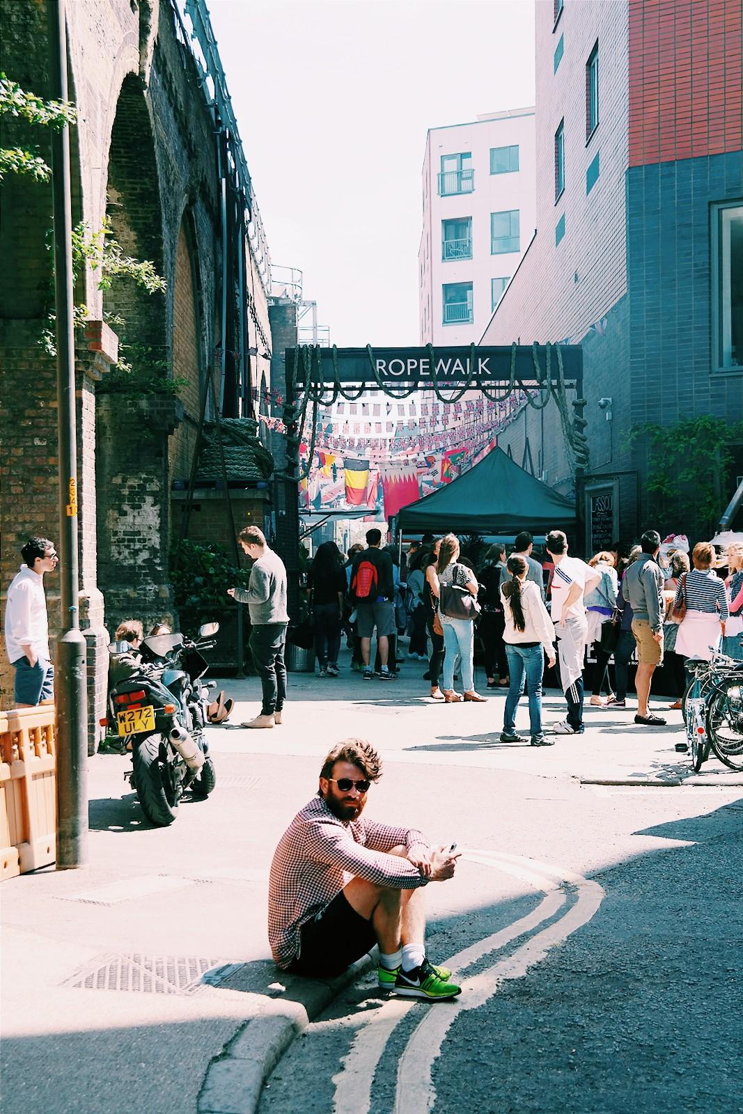 Maltby-Street-Market-Ropewalk-entrance-Bermondsey-London-street-food-entrée-marché-gourmand-Londres-photo-by-united-states-of-paris-blog