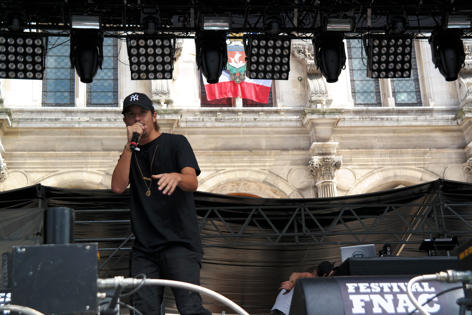 Nekfeu-Ken-Samaras-rappeur-concert-fnaclive-2015-festival-live-tournée-feu-album-tour-stage-photo-scène-by-united-states-of-paris-blog