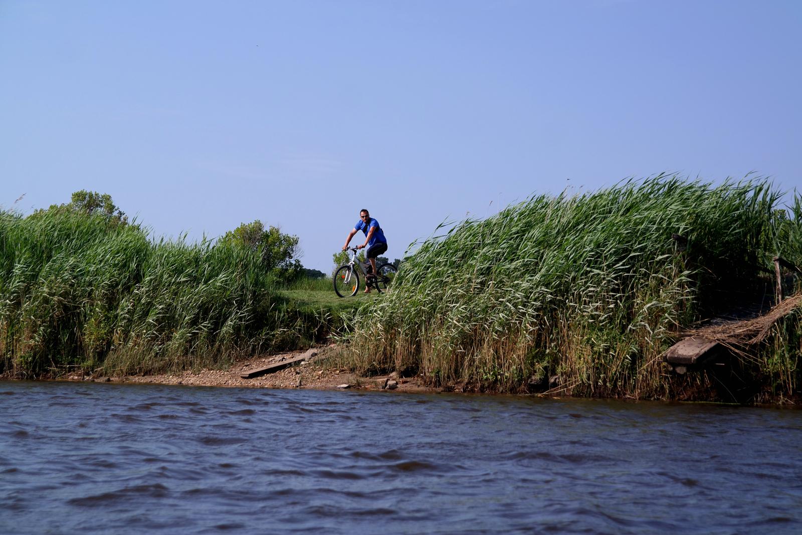 Randonnée-vélo-Parc-Naturel-Régional-des-Landes-de-Gascogne-balade-découverte-Bassin-d-Arcachon-rivière-eyre-Port-de-Biganos-vacances-photo-by-united-states-of-paris