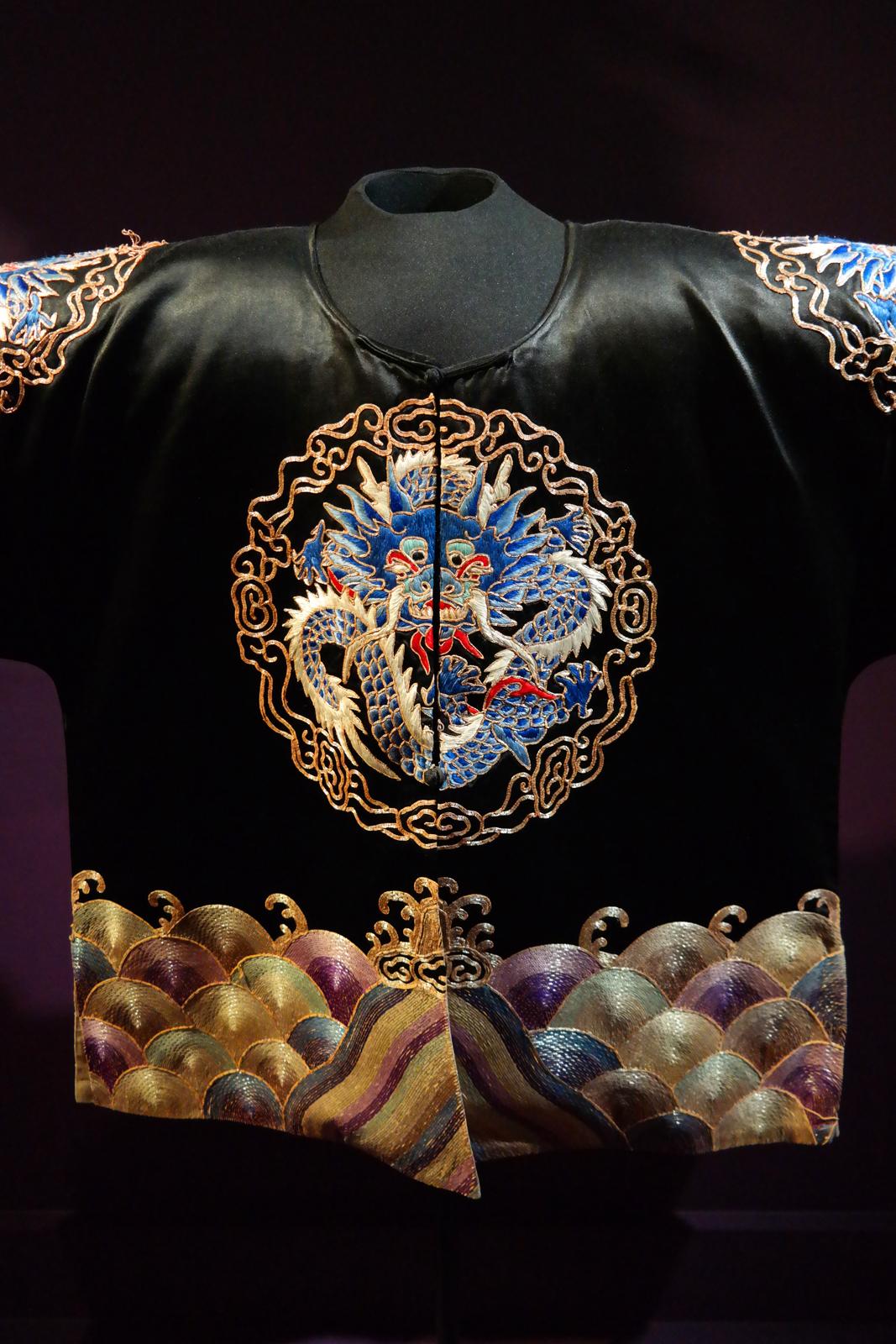 Veste courte de cavalier à motifs de dragons, Chine, milieu du 19e siècle