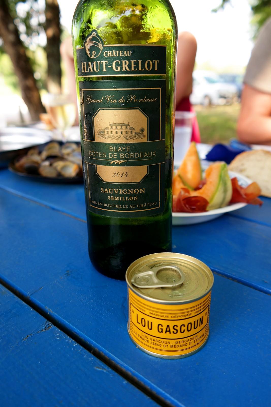 Vin blanc blaye cotes de bordeaux pâté lou gascoun cabane ostréicole Antoine Duvignac déjeuner Port de Biganos Bassin d Arcachon vraies vacances photo by united states of paris blog