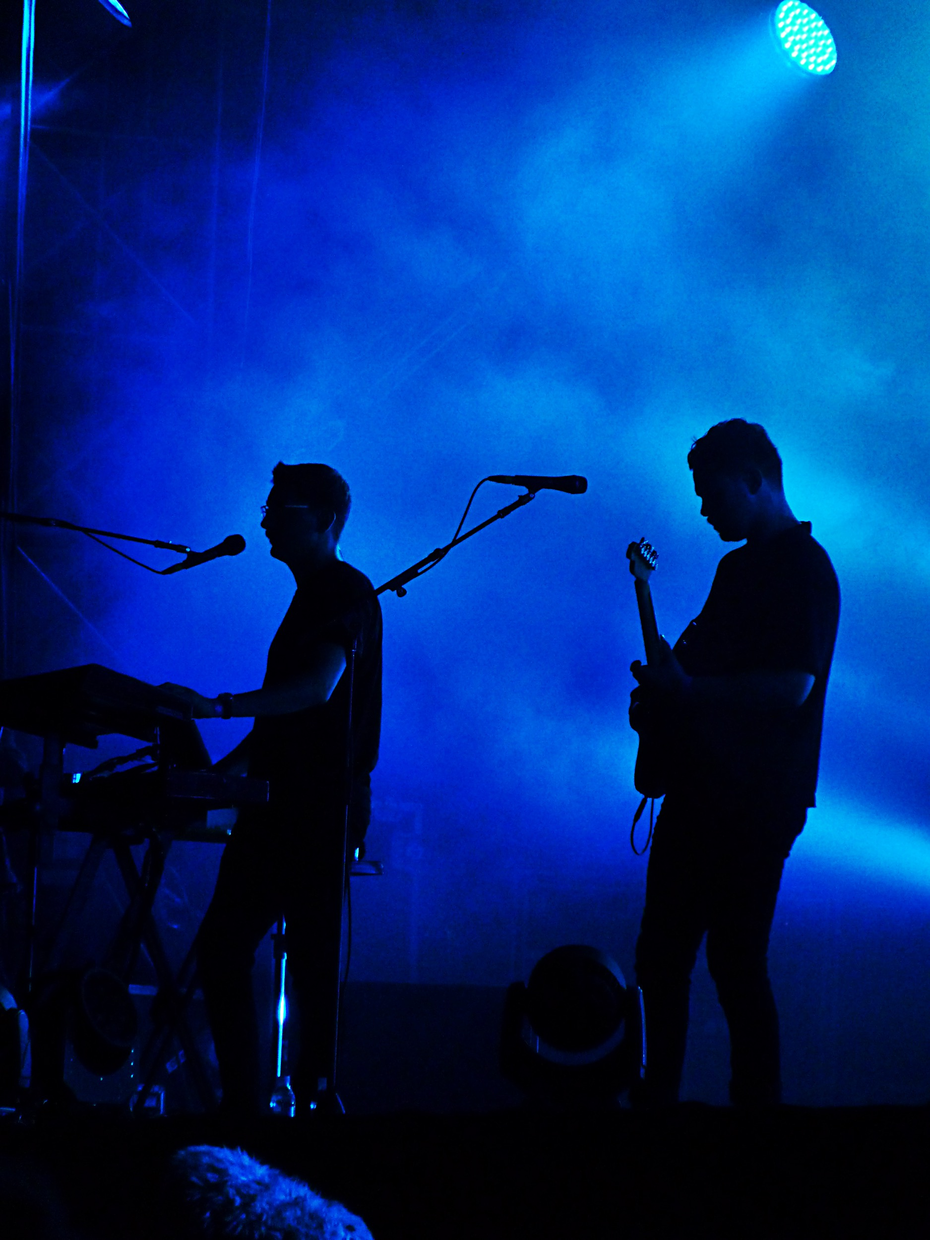 Alt-J music band live Rock en Seine 2015 festival france concert Gus Unger-Hamilton Joe Newman  blue stage photo by united states of paris blog