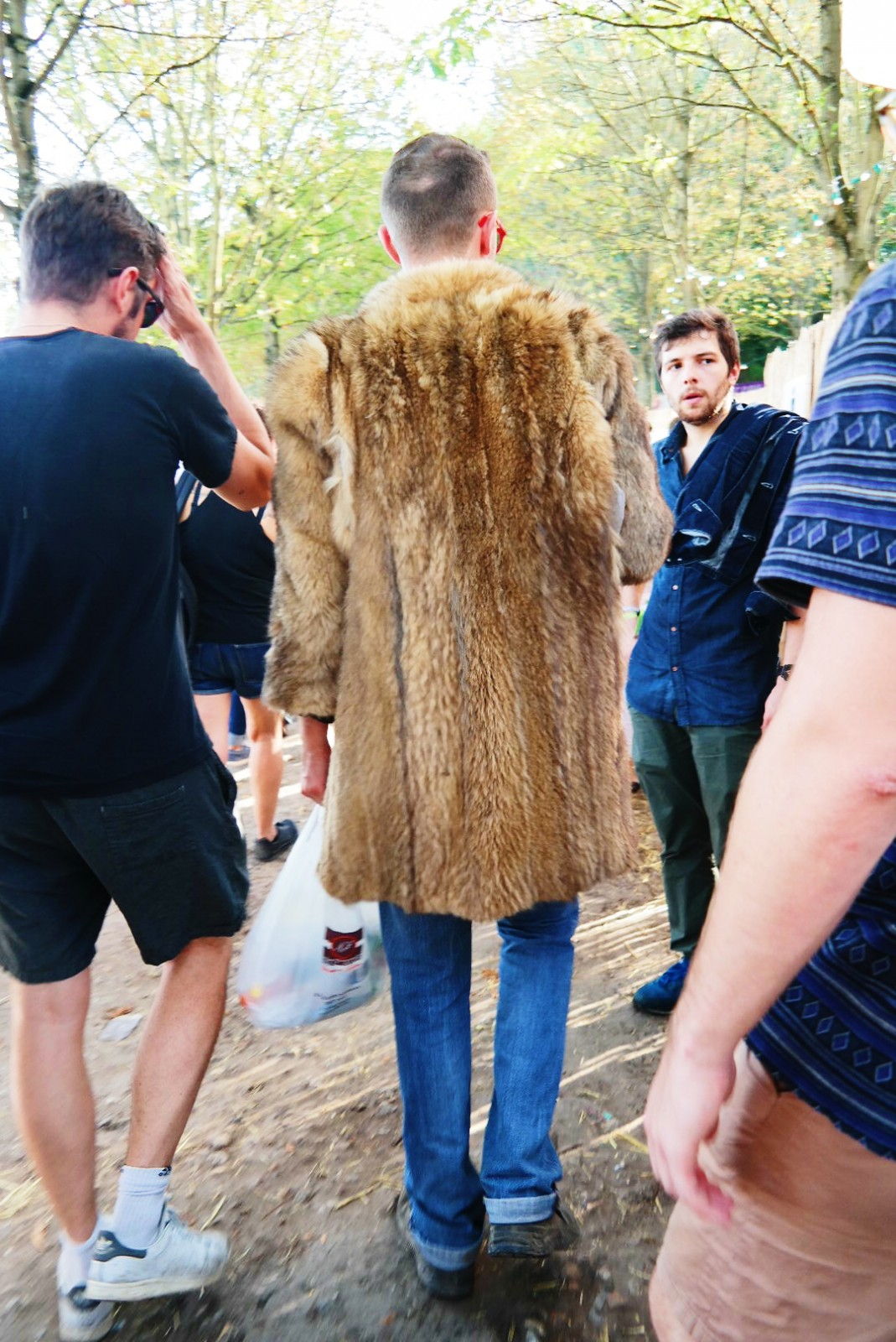 Festivalier-en-manteau-d-hiver-Festival-Rock-en-Seine-2015-menswear-fashion-photo-by-united-states-of-paris-blog