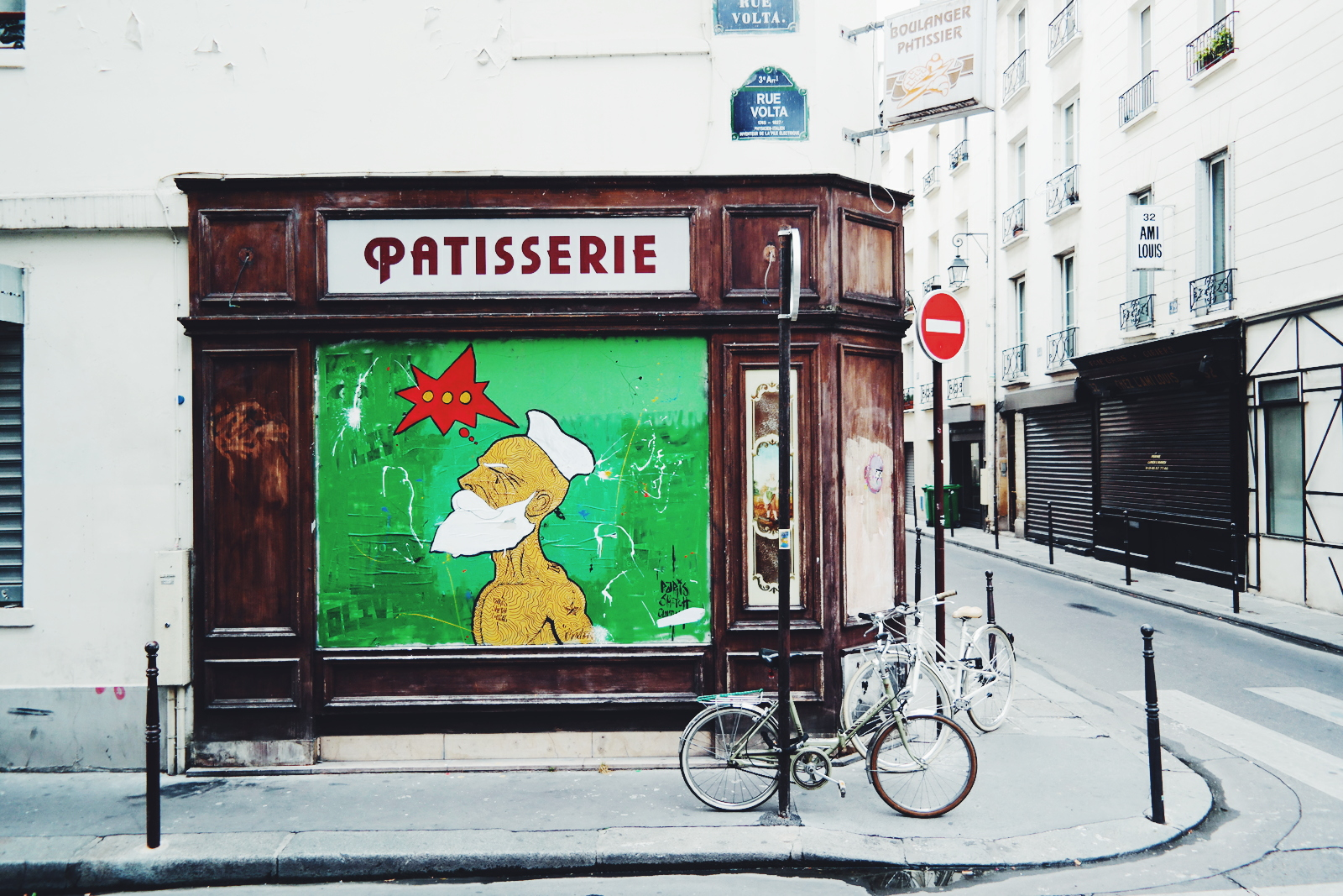 French-sailor-marin-barbu-et-français-by-Paris-Sketch-Culture-Raphael-Federici-Patisserie-Rue-Volta-graffiti-street-art-wall-street-photography-by-United-States-of-Paris-blog