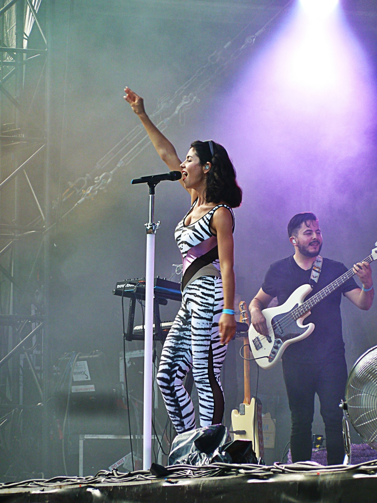 Marina and the concert diamonds live Rock en Seine 2015 festival france tour photo stage by united states of paris blog