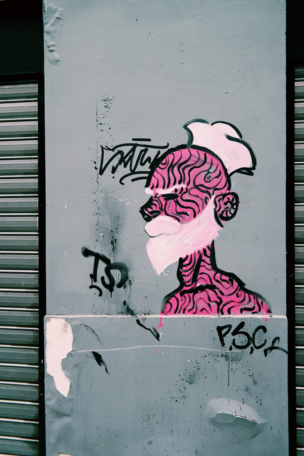 Pink-French-Sailor-by-Paris-Sketch-Culture-Raphael-Federici-graffiti-street-art-wall-street-photography-by-United-States-of-Paris-blog