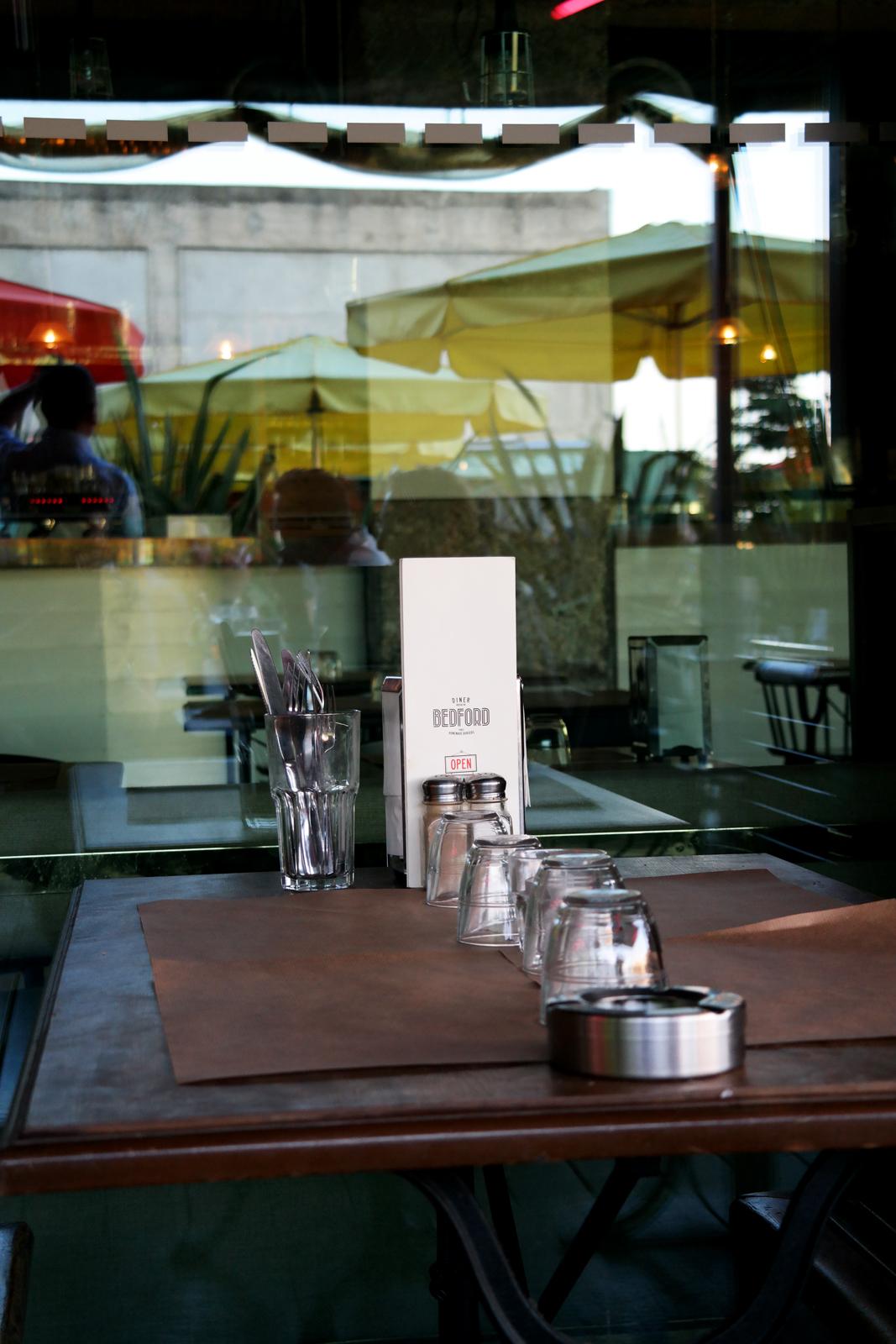 Table en terrasse Diner Bedford Wanderlust cocktails & burgers restaurant Cité de la Mode et du Design photo united states of paris blog