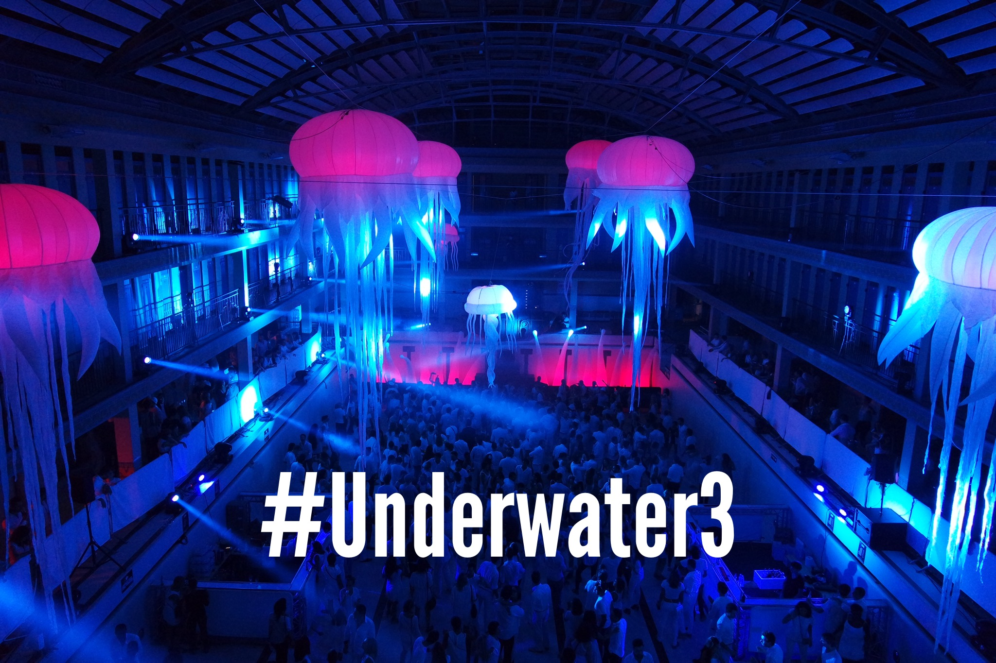 Underwater 3 the light bath par Agence Wato we are the oracle piscine pailleron 28 et 29 août 2015 swimming pool party night photo by united states of paris blog