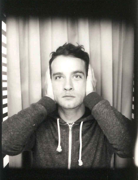 Marvin Jouno portrait photo original du chanteur cabine photomaton vintage interview EP Ouverture pour United States of Paris blog