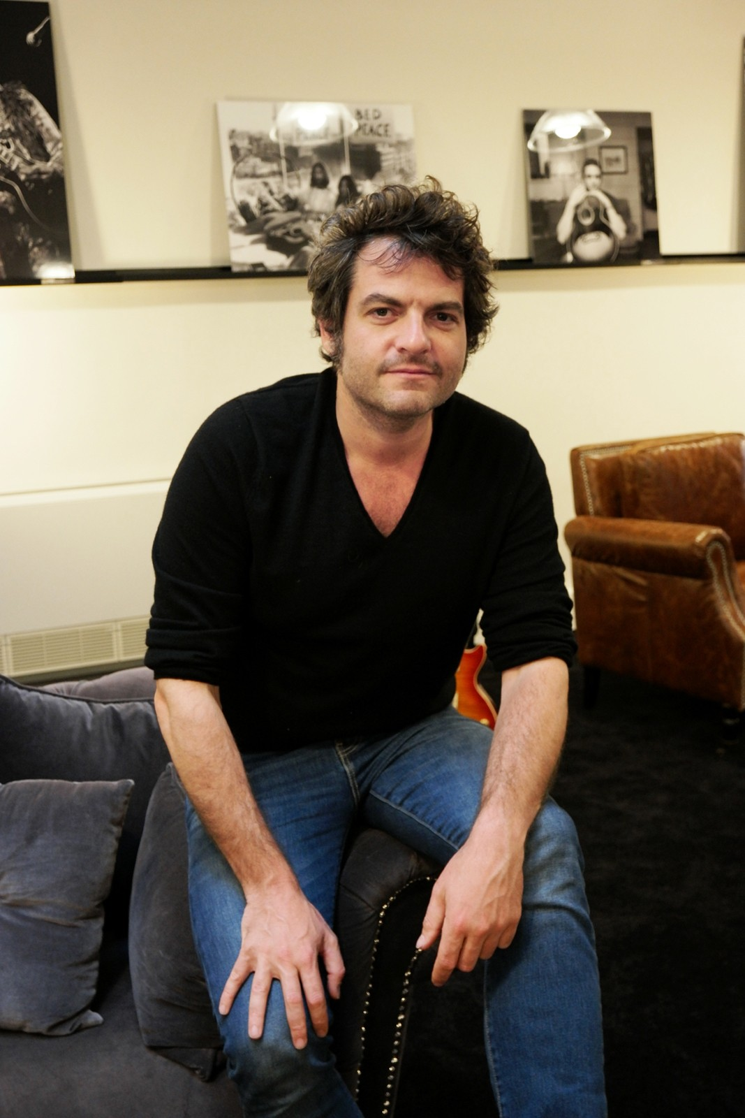 Matthieu Chedid en interview pour La BO 2 -M- rêve musical illustré par Matthias Picard éditions 2024 photo united states of paris blog usofparis showroom Gibson