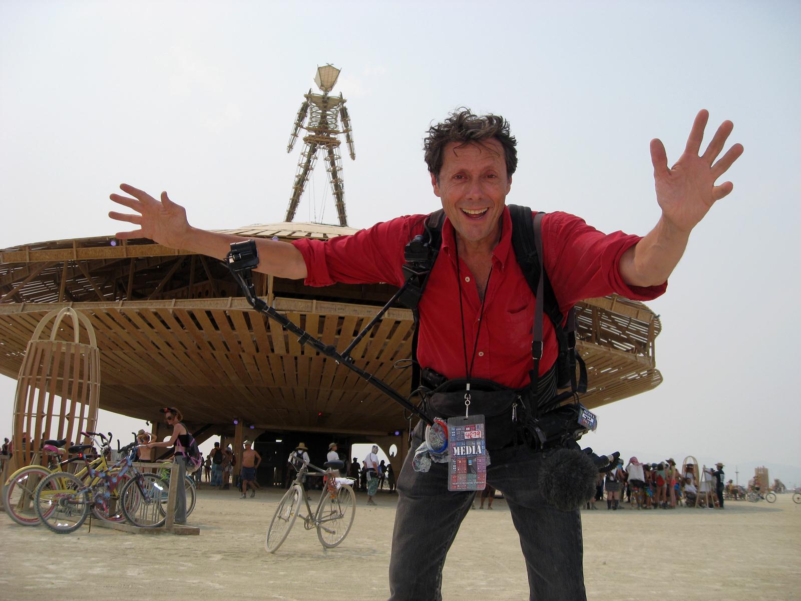 Antoine de Maximy au festival Burning Man DVD J'irai dormi chez l homme qui brule programme France 5 avec bonus portrait photo