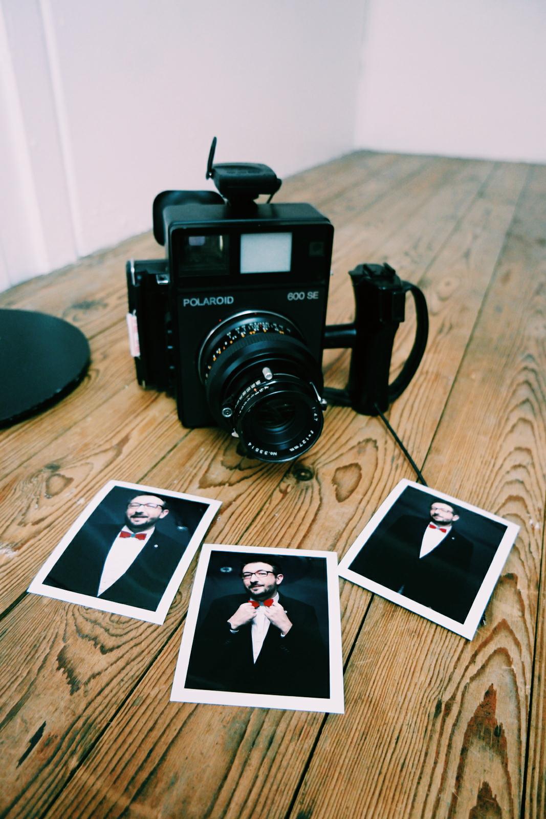 Tirages-Polaroïd-portrait-par-le-photographe-David-Haffen-séance-photo-en-studio-montorgueil-ou-dans-la-rue-pic-by-united-states-of-paris-usofparis-blog
