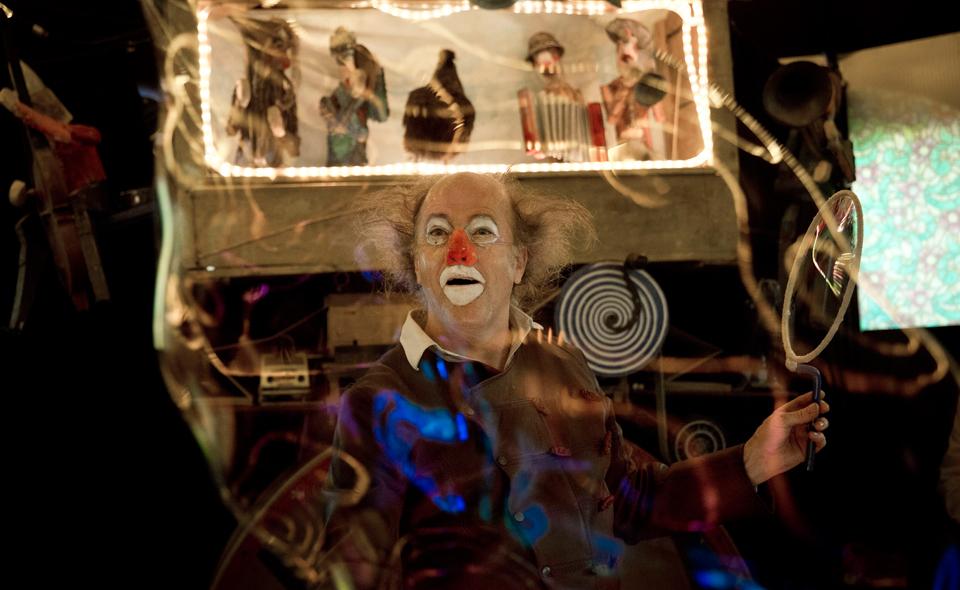 Cirque Zampanos spectacle le petit cercle boiteux de mon imaginaire mise en scène Anne et Michel Gibé Villette en cirques janvier février mars 2016 espace chapiteaux photo Georges Bartoli