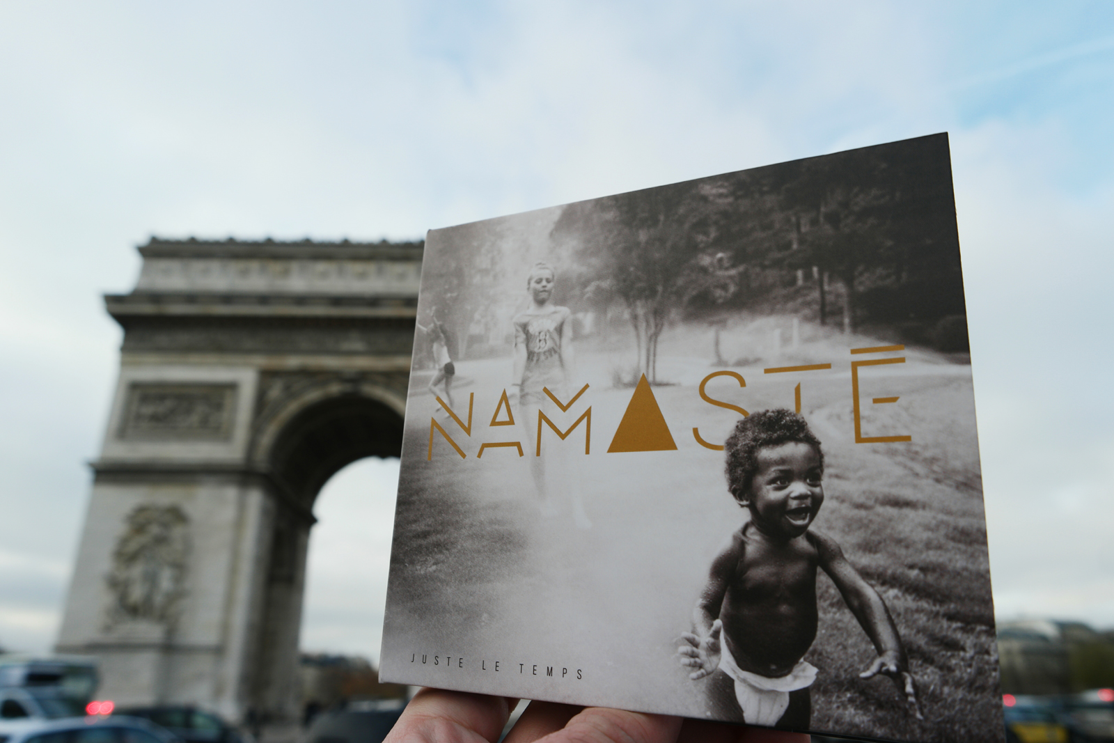 Pochette album Juste le temps du groupe Namasté wearenamaste musique photo united states of paris blog usofparis