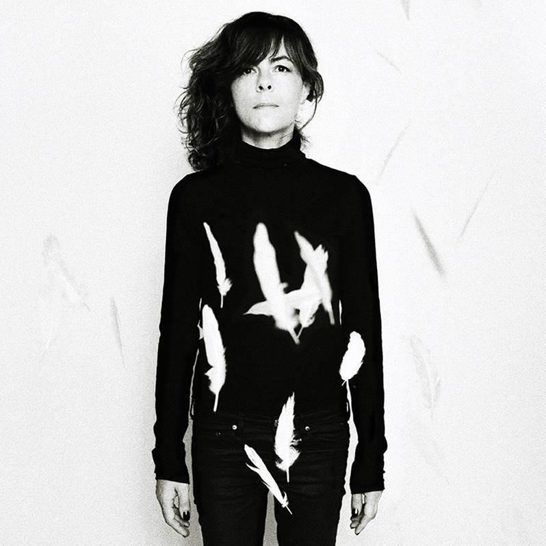 Clarika nouvel album de quoi faire battre mon coeur visuel promo Franck Loriou photography label athome interview musique chanteuse