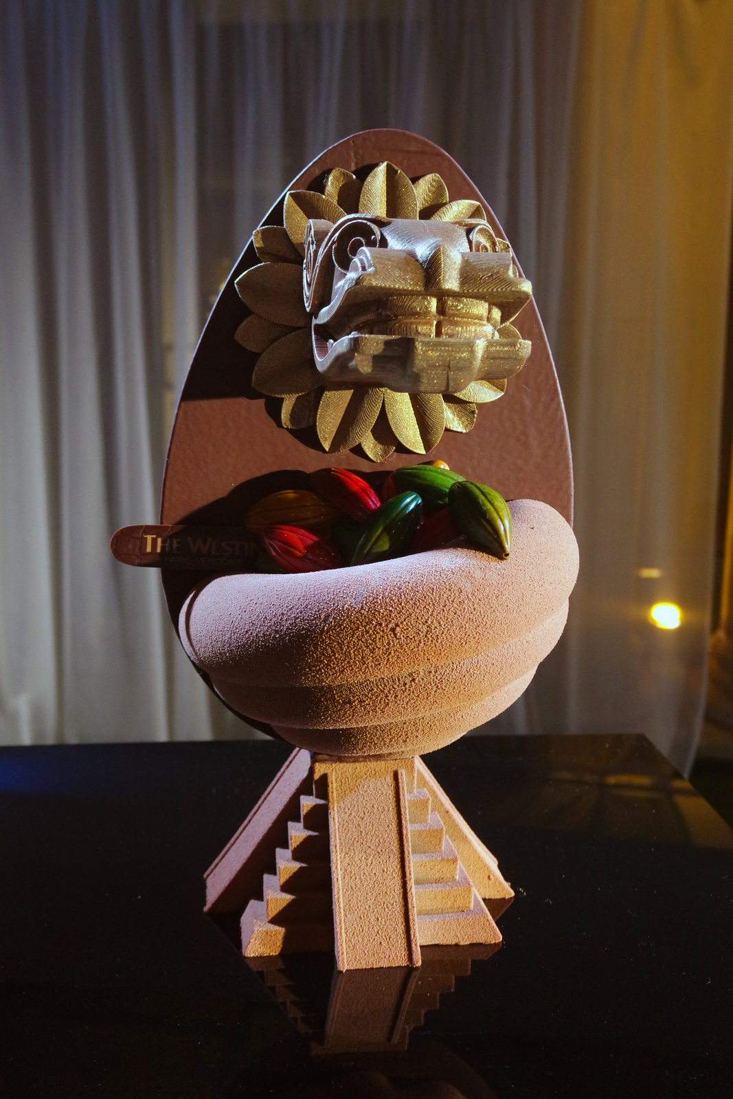Oeuf de Pâques 2016 QUETZALCOATL chocolat noir 66 pour cent Forastero origine Mexique par Ken Thomas chef patissier The Westin Paris Vendôme Hotel photo united states of paris blog