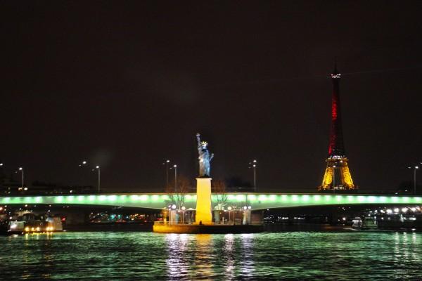 Bateaux parisiens Tour Eiffel tower avis critique menu croisière cruise tourisme tourist port bourdonnais photo by Blog United States of Paris