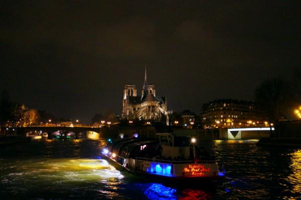 Bateaux parisiens avis critique menu croisière cruise tourisme tourist Notre dame port bourdonnais photo by Blog United States of Paris