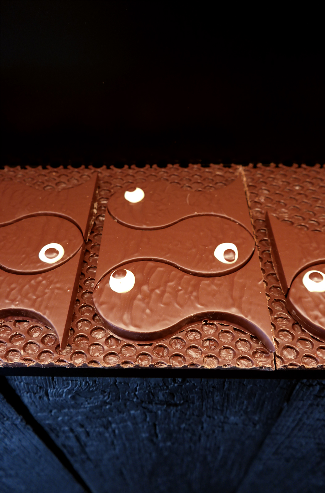 Poissons en chocolat au lait Patrick Roger chocolatier Saint Germain des Prés Paris Pâques 2016 photo usopfparis blog